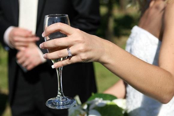 【男性必見!】天然ダイヤモンド(婚約指輪)を安く買う方法!!