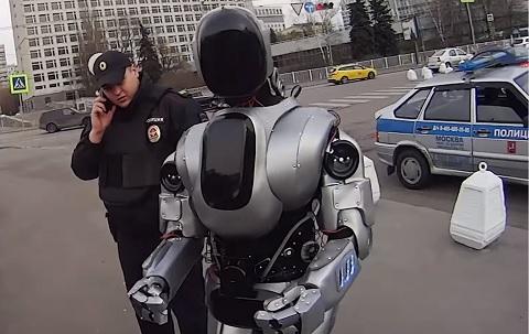 ロシアが開発!ロボットのアリョーシャ!!着ぐるみなんて言わせない!