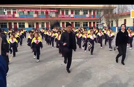 バブルダンスの登美丘高校並みにうまい小学生のシャッフルダンス!