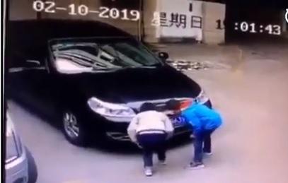 子供が火をつける